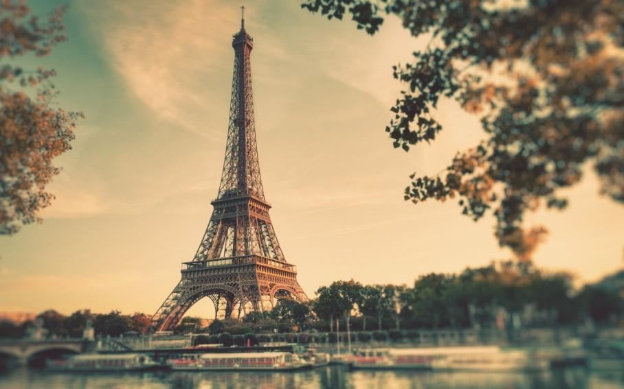 paris-eiffel-tower-vintage-wallpaper-rtfxvlvt-e1395682000146